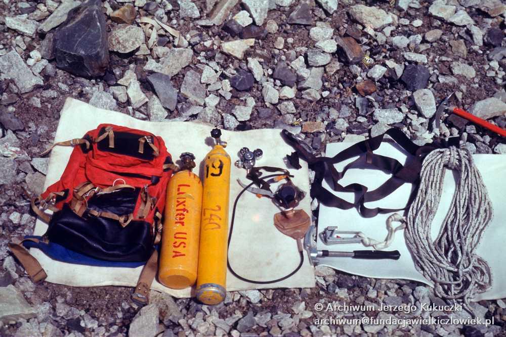 Sprzęt wspinaczkowy w bazie pod Lhotse