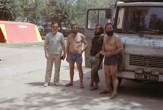Participants of both Polish expeditions to Broad Peak on their way to Karakorum. From the left: Edward Westerlund, Jerzy Kukuczka, Ryszard Warecki, Janusz Majer. Mercedes expedition in the background