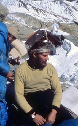 Jerzy Kukuczka w bazie pod Dhaulagiri