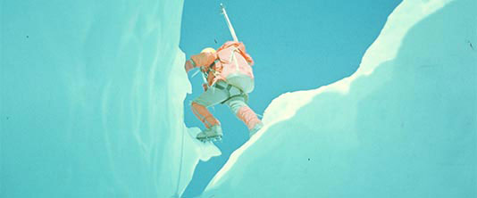 Andrzej Czok while crossing the fissure on the slope of Mt. Everest