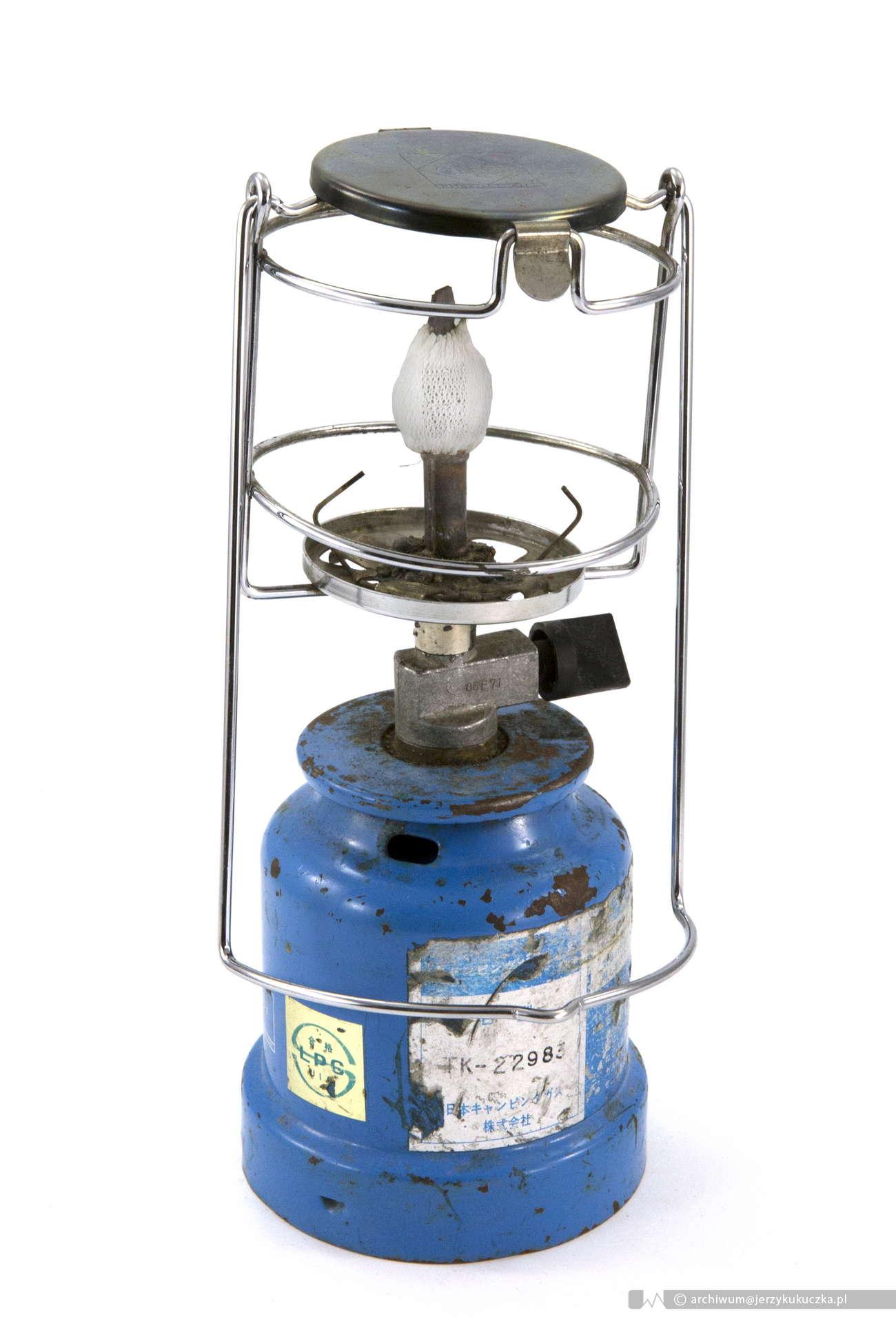 Kolejny element ekwipunku - lampka butanowa używana przez Jerzego Kukuczkę podczas wypraw