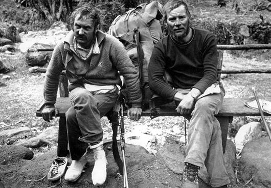 Od lewej Krzysztof Wielicki i Jerzy Kukuczka podczas powrotnej karawany spod Kangchenjungi